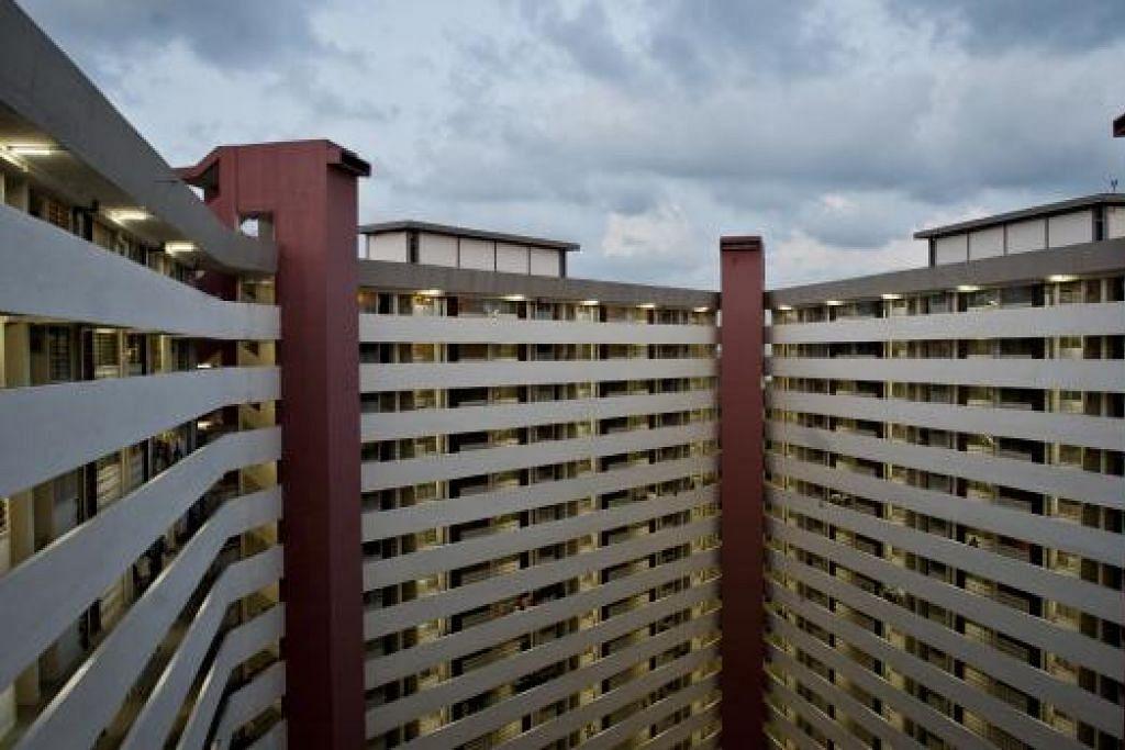 Skim Permulaan Baru Memiliki Rumah bertujuan menolong penduduk flat sewa (gambar) yang pernah mempunyai flat, untuk membeli flat dua bilik. - Gambar fail