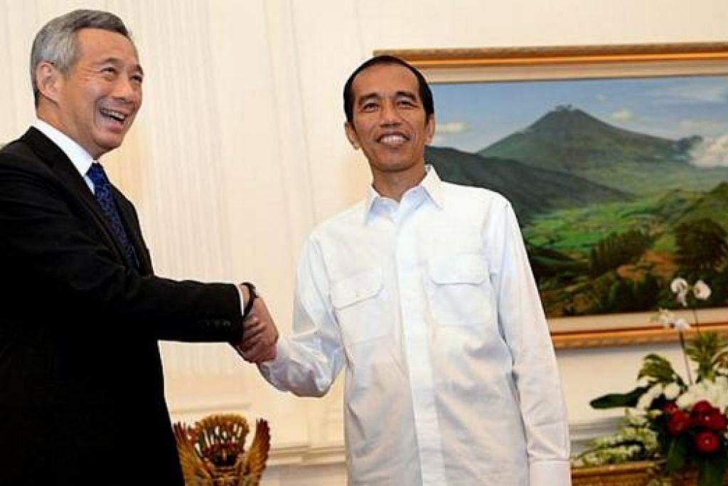 INGIN KEKALKAN JALINAN RAPAT: Encik Lee melahirkan harapan agar hubungan baik antara Singapura dengan Indonesia dapat diteruskan di bawah kepimpinan Encik Joko Widodo. - Foto SAPUJAGAT.COM