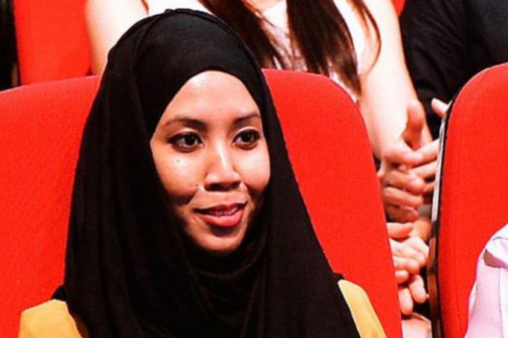 TURUT HADIR: Cik Nur Dhuha turut diundang menghadiri Rapat Hari Kebangsaan, semalam. Gambar kanan adalah sedutan laporan beliau yang ditukil Perdana Menteri. – Foto KHALID BABA