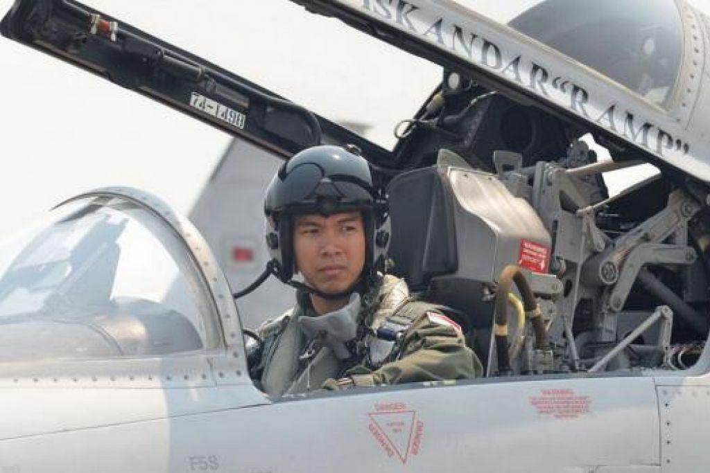 KAPTEN MUHAMMAD ISKANDAR DZULFADHLI: Juruterbang jet pejuang F5. Kapten Iskandar turut mengambil bahagian dalam Perbarisan Hari Kebangsaan. – Foto MINDEF