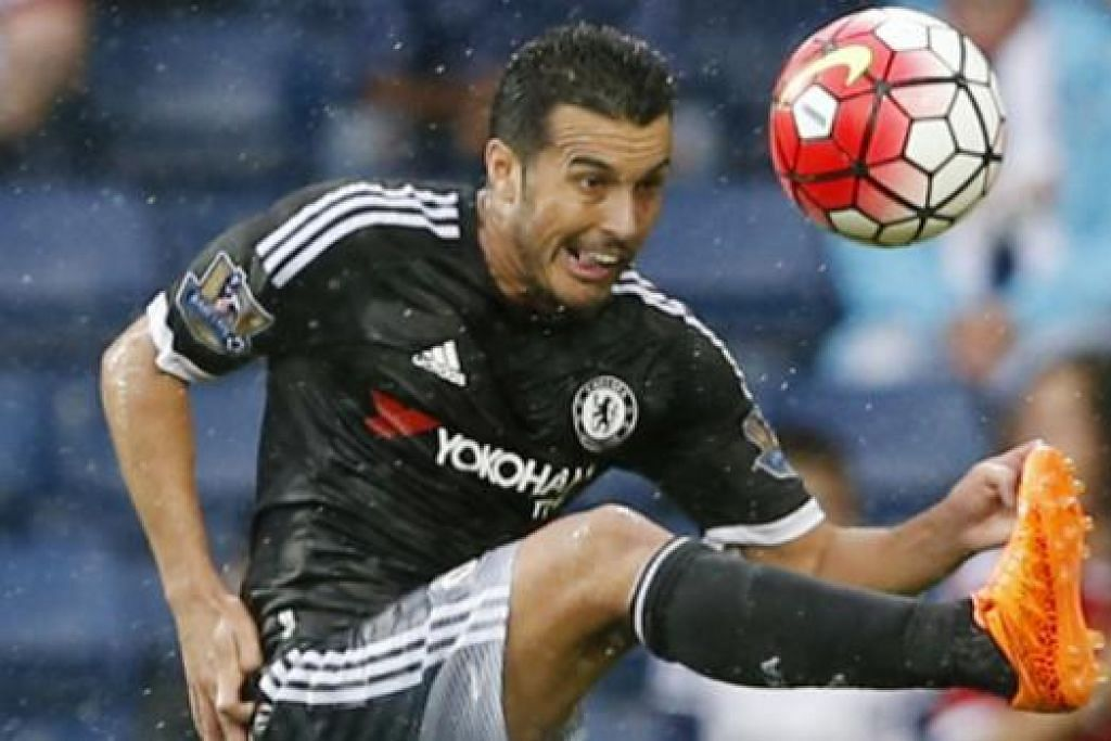 Pedro sumbat gol pertama Chelsea. Gambar Reuters