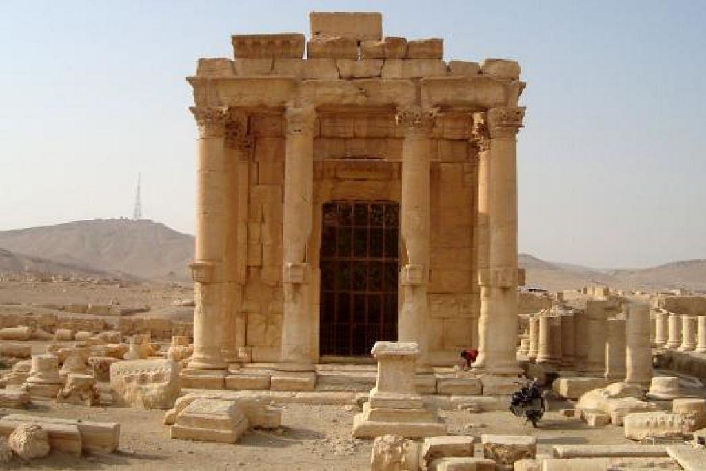Pemandangan menunjukkan kuil purba Baal Shamin di bandar Palmyra yang diletupkan militant ISIS. Gambar Reuters.