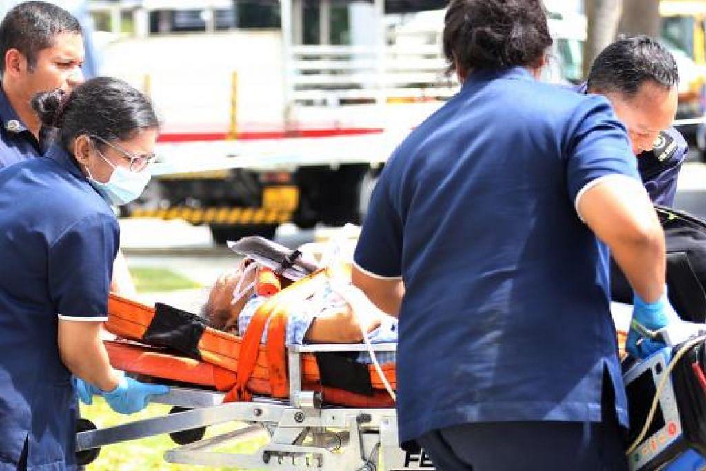 Kes pegawai ambulans SCDF dianiayai secara lisan dan fizikal oleh pesakit atau ahli keluarga atau kawan mereka bertambah sepanjang Januari hingga Jun lalu. Pasukan itu menyatakan  ia tidak membiarkan perkara tersebut dan akan membuat laporan polis. Gambar fail The New Paper.