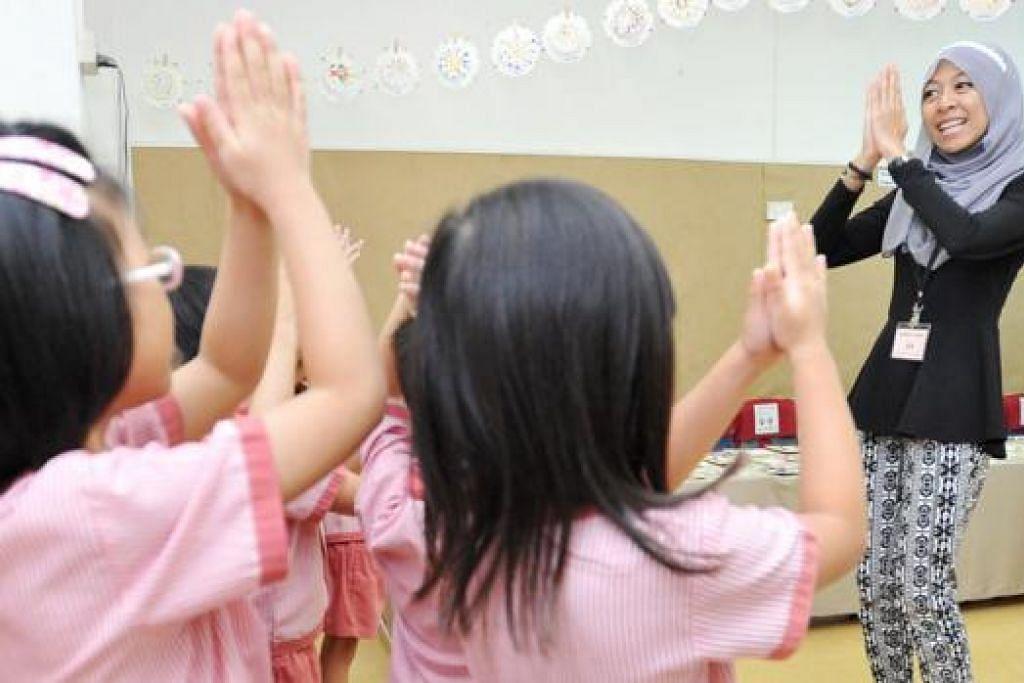 LEBIH PELUANG BAGI PENDIDIKAN AWAL: Lebih ramai warga muda Singapura bakal mendapat tempat dan latihan pendidikan awal di politeknik. - Foto fail