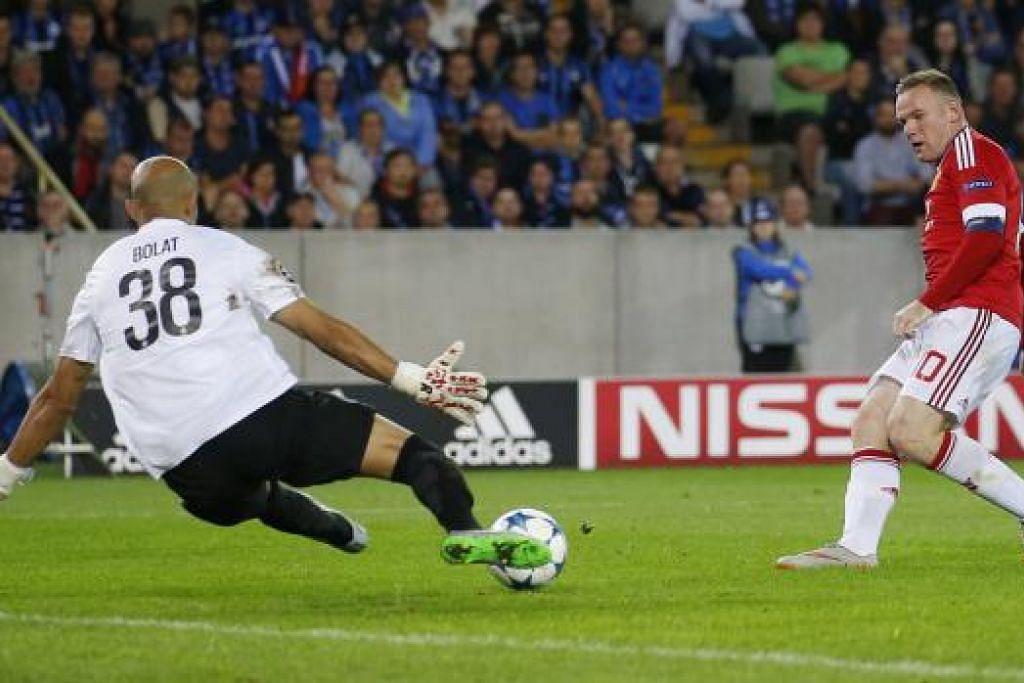 WIRA TIGA GOL: Penyerang Manchester United, Wayne Rooney (kanan), menolak bola untuk menjaringkan gol ketiga pasukannya semasa menentang Club Brugge, kelmarin. - Foto REUTERS