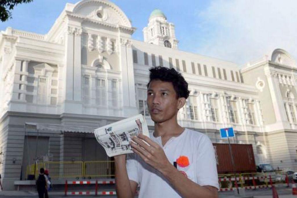 HANYA PERLU BAWA PEN DAN BUKU LAKAR: Seorang anggota Urban Sketchers, Encik Zaihan, berkata sesi melakar di sekitar Singapura merupakan satu peluang mempelajari cara melukis daripada peserta lain dalam suasana santai. – Foto-foto TAUFIK A. KADER
