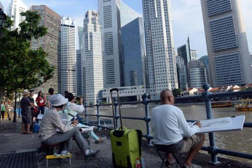 MELAKAR SINGAPURA: Jejak Lakar Peta Hati SG50 menjemput orang ramai menyertai sesi melukis sekitar Singapura. Lebih daripada 80 orang menyertai sesi pertama di Daerah Sivik pada 15 Ogos.