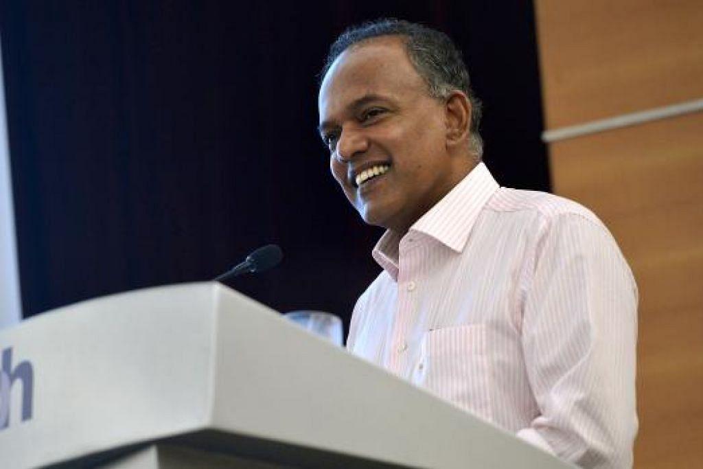 BERI CERAMAH: Encik Shanmugam semasa menyampaikan ceramah di acara anjuran Kelab Akhbar Singapura kelmarin. - Foto THE STRAITS TIMES