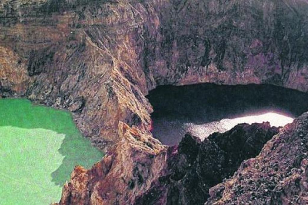 GUNUNG KELIMUTU: Tasik-tasik gunung berapi yang tidak lagi aktif ini terletak di kawasan pekan Moni, pulau Flores.