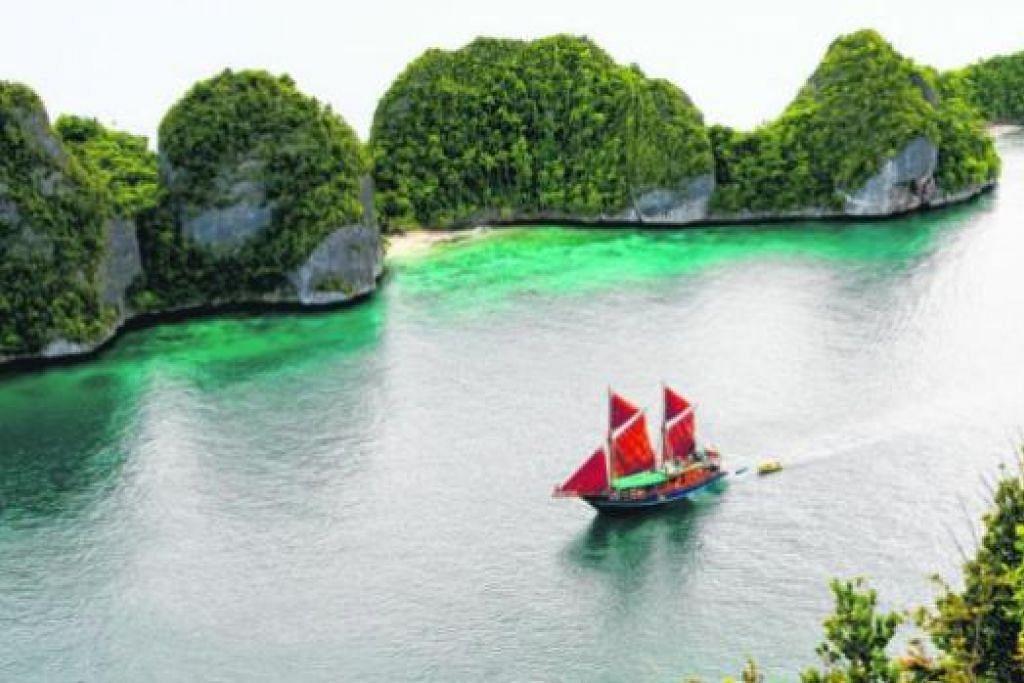 'SYURGA' SELAM: Raja Ampat juga dikenali sebagai destinasi kegiatan selam. - Foto TIGER BLUE