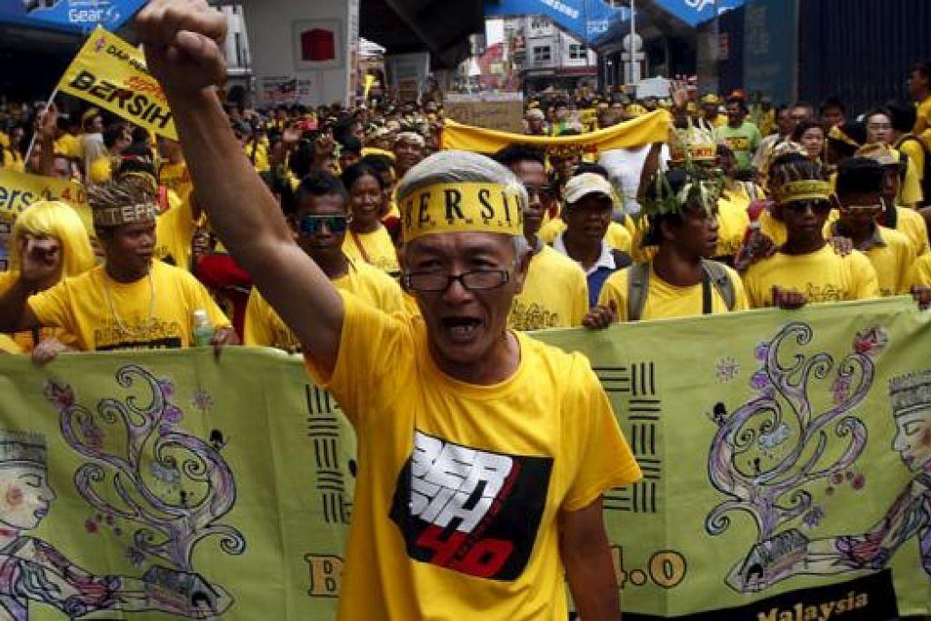 MASIH DAPAT SOKONGAN: Ketua penganjur Bersih 4.0, Cik Maria Chin Abdullah, menyatakan sokongan bagi perhimpunan tersebut kekal kuat dengan pihaknya mengatakan kira-kira 300,000 peserta hadir semalam. - Foto REUTERS