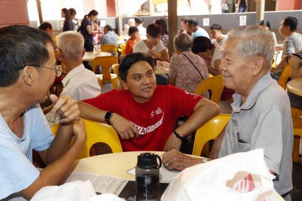 KIAN DIKENALI: Encik Saktiandi Supaat kini kian dikenali oleh penduduk GRC Bishan-Toa Payoh, selepas sekitar tiga tahun berkhidmat kepada penduduk di sana.- Foto THE STRAITS TIMES