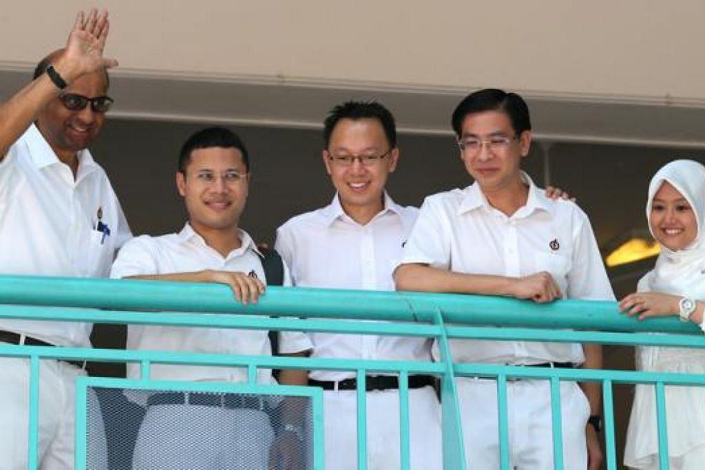 PANDANGAN PENDUDUK DIANGGAP SERIUS: Pasukan PAP (dari kiri) Encik Shanmugaratnam, Encik Lee, Dr Tan, Encik Ang dan Cik Rahayu mahu memberi keutamaan kepada kemaslahatan penduduk. - Foto THE STRAITS TIMES