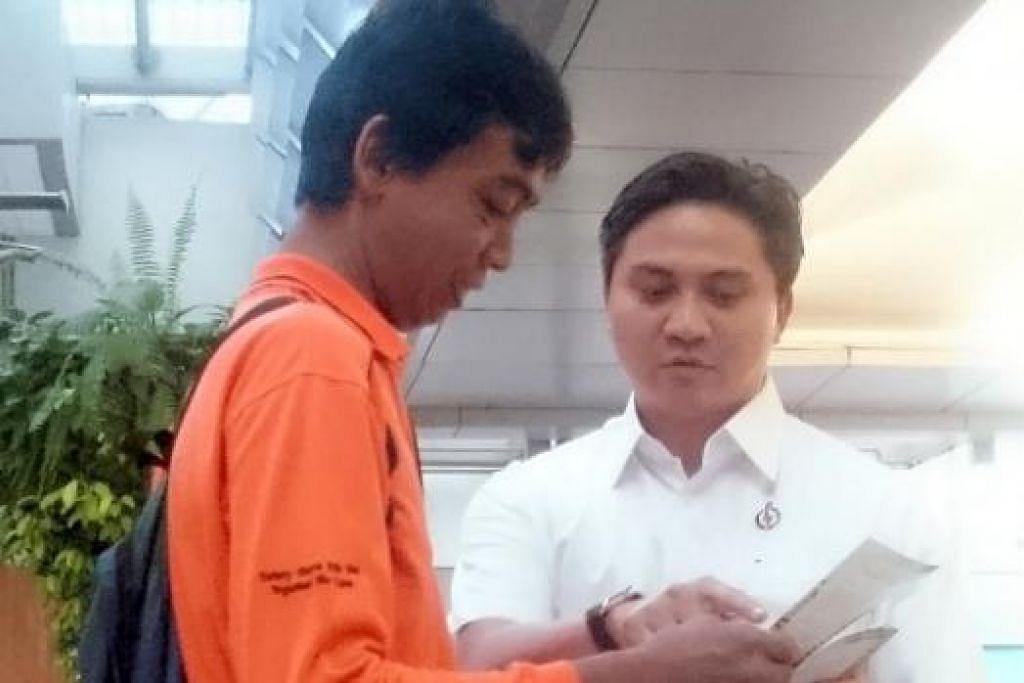 MULA DARI AWAL: Encik Saktiandi (berbaju dan seluar putih) turun padang seawal 7 pagi demi mendapatkan sokongan para pengundi.