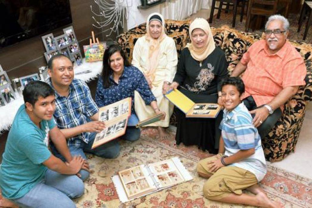 EMPAT GENERASI BERAKAR DI KATONG: Encik Siraj Ansari (dua dari kiri) dan keluarga telah tinggal di Katong sejak 1940-an. Beliau menyumbangkan kisahnya bagi Jejak Peta Hati SG. (Dari kiri) Anak sulungnya, Mirza Ansari; isterinya, Cik Juliana Bahadin; neneknya, Cik Zainab Sultan; ibunya, Cik Jamila Hussain; bapanya,Encik Mohamed Shariff N Sahib dan anak bongsunya, Matin Ansari. - Foto KHALID BABA