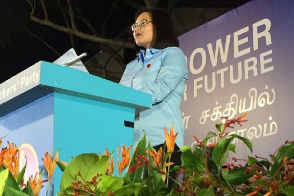 RAPAT WP DI HOUGANG: Antara yang berucap ialah Cik Lee Li Lian calon WP di Punggol East. - Foto ERVINA MOHD JAMIL