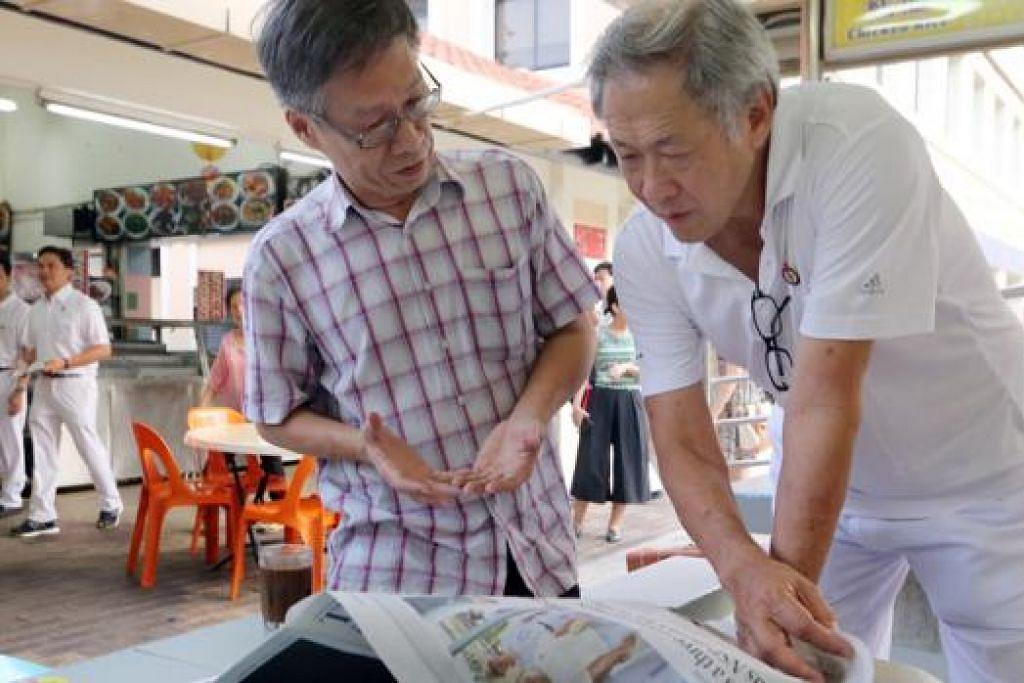 LEBIH DEKAT DENGAN PENDUDUK: Dr Ng (kanan) menekankan perubahan dasar PAP bukan didorong oleh kehadiran pembangkang tetapi daripada maklum balas AP PAP sendiri yang amat dekat dengan penduduk. - Foto ZAOBAO