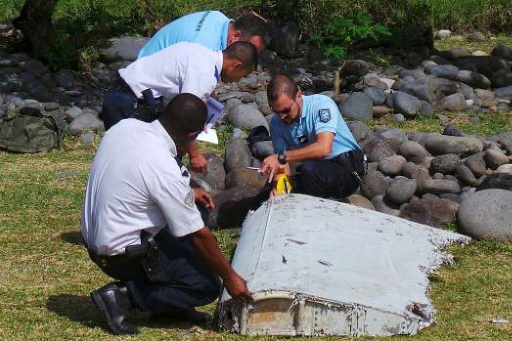 Serpihan pesawat yang ditemui di pulau Reunion di Lautan Hindi ini disahkan sebahagian daripada sayap pesawat penerbangan MH370 yang hilang. Gambar REUTERS