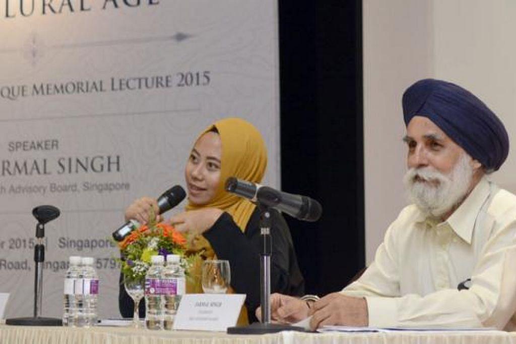 SYARAHAN KELIMA: Encik Jarmal Singh, pengerusi Lembaga Penasihat Sikh, merupakan pensyarah kelima Syarahan Kenangan Abdul Aleem Siddique, bersama Cik Nazeera Mohamed selaku moderator, di auditorium Hab Islam, malam Jumaat lalu. - Foto MUIS