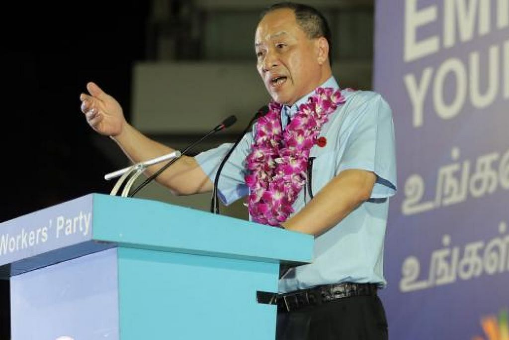 """Encik Low Thia Khiang menggesa pengundi menggunakan undi mereka untuk menghantar """"isyarat betul dan memberitahu PAP bahawa rakyat Singapura menolak politik tidak jujur dan kotor"""". Gambar THE STRAITS TIMES"""