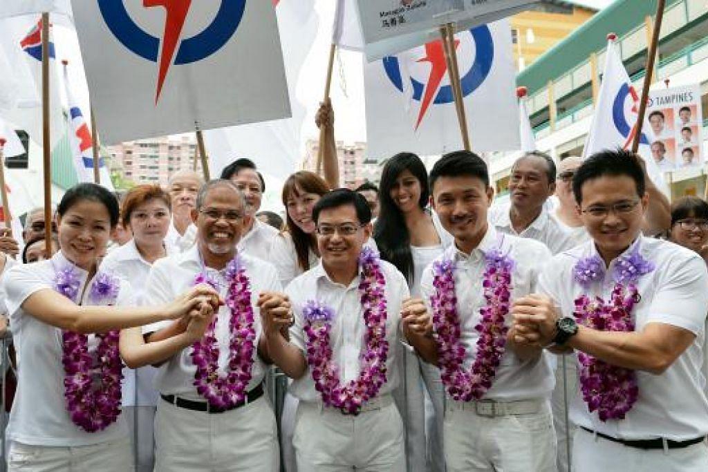 Encik Heng Swee Keat (tengah),  bersama pasukannya di GRC Tampines, (dari kiri) Cik Cheng Li Hui, Encik Masagos Zulkifli, Encik Baey Yam Keng dan Encik Desmond Choo, berkata pemerintah PAP telah memberi respons kepada kebimbangan segera rakyat Singapura dan isu-isu lebih besar. Gambar M.O.SALLWEH