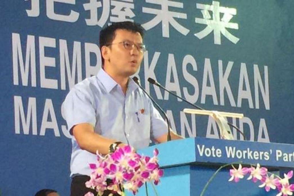 RAPAT WP: Encik Daniel Goh calon bagi GRC East Coast berucap di rapat WP di Stadium Yishun, semalam. - Foto SITI AISYAH NORDIN