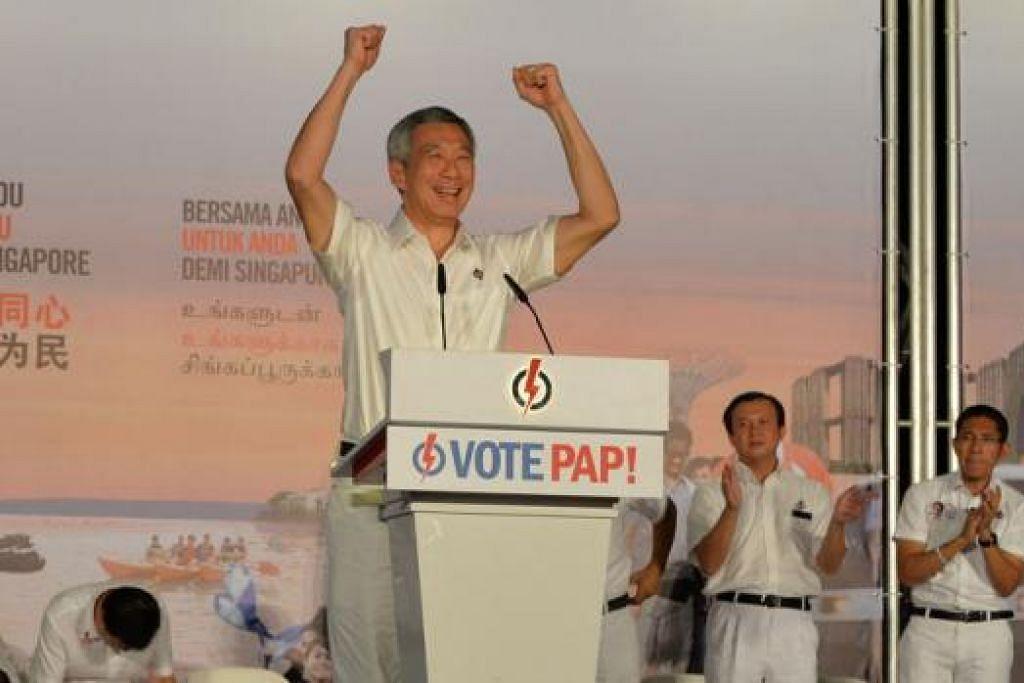 TURUN PADANG BERI SOKONGAN: PM Lee berkata pasukan PAP bagi GRC Aljunied benar-benar mahu berjuang untuk penduduk kawasan undi itu. Beliau berkata demikian semasa berucap di rapat PAP di padang berdekatan Defu Avenue 1. - Foto M.O. SALLEH