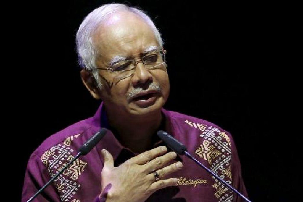 DATUK SERI NAJIB: Ambil peluang menyindir mantan perdana menteri Tun Dr Mahathir yang menghadiri dan memberi sokongan kepada tunjuk perasaan Bersih 4. - Foto REUTERS