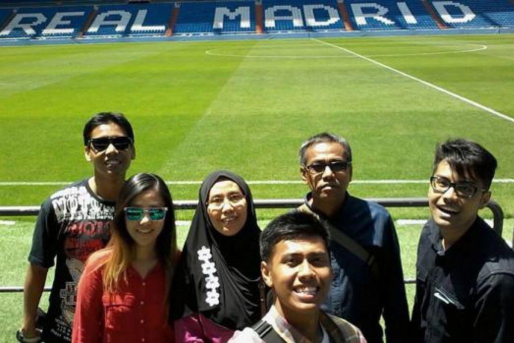 TEMPAT JUARA BOLA SEPAK: Cik Fatimah (bertudung) dan keluarganya mengunjungi Stadium Santiago Bernabéu di Madrid, Sepanyol. Stadium tersebut dimiliki pasukan bola sepak terkemuka, Real Madrid. - Foto AMIN ZAINOTDINI