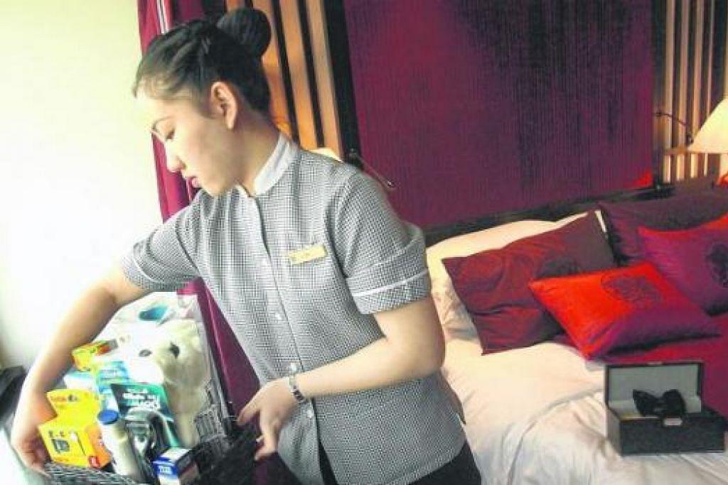 'CENDERAHATI' HOTEL: Antara barang yang boleh pelancong ambil dari bilik hotel masing-masing ialah sabun, syampu dan botol air. - Foto fail