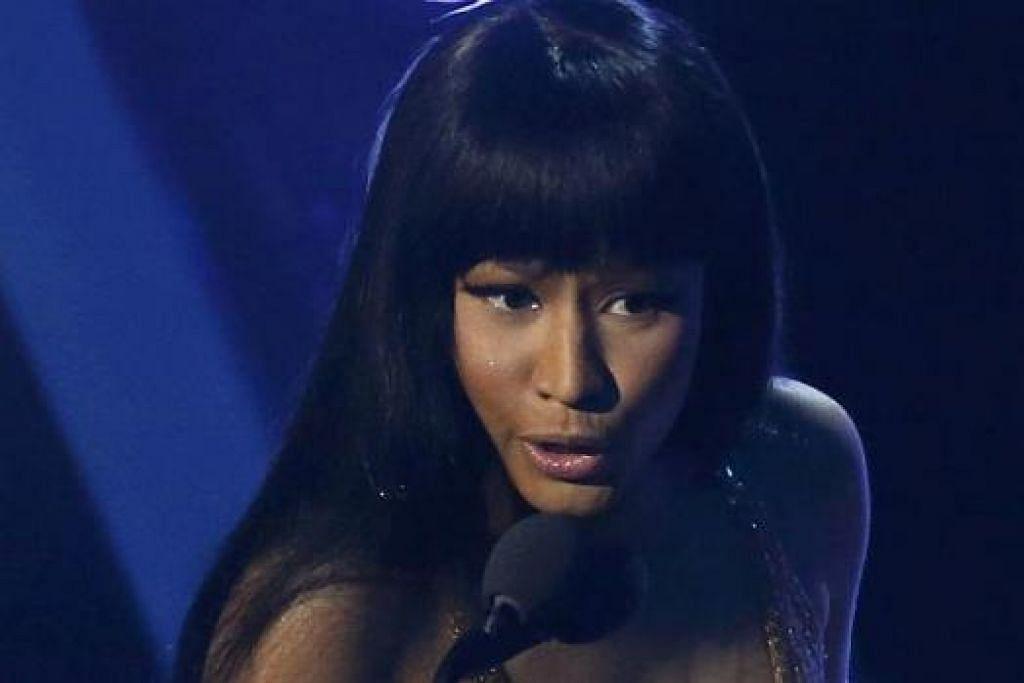 GEMBIRA SEBELUM MARAH: Nicki Minaj memarahi Miley Cyrus selepas beliau selesai memberi ucapan untuk anugerah yang terimanya bagi Video Hip-Hop Terbaik di MTV Video Music Awards. - Foto REUTERS