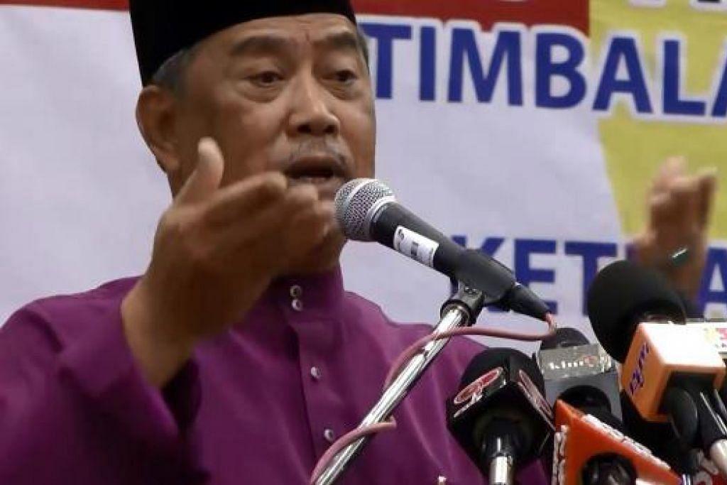 Tan Sri Muhyiddin (atas) dan naib presiden Umno, Datuk Seri Mohd Shafie Apdal, dikatakan dijemput menghadiri mesyuarat biro politik parti itu pada pagi Isnin (7 Sep), ditengah-tengah desas-desus mereka mungkin dipecat daripada Umno. Gambar fail THE STAR