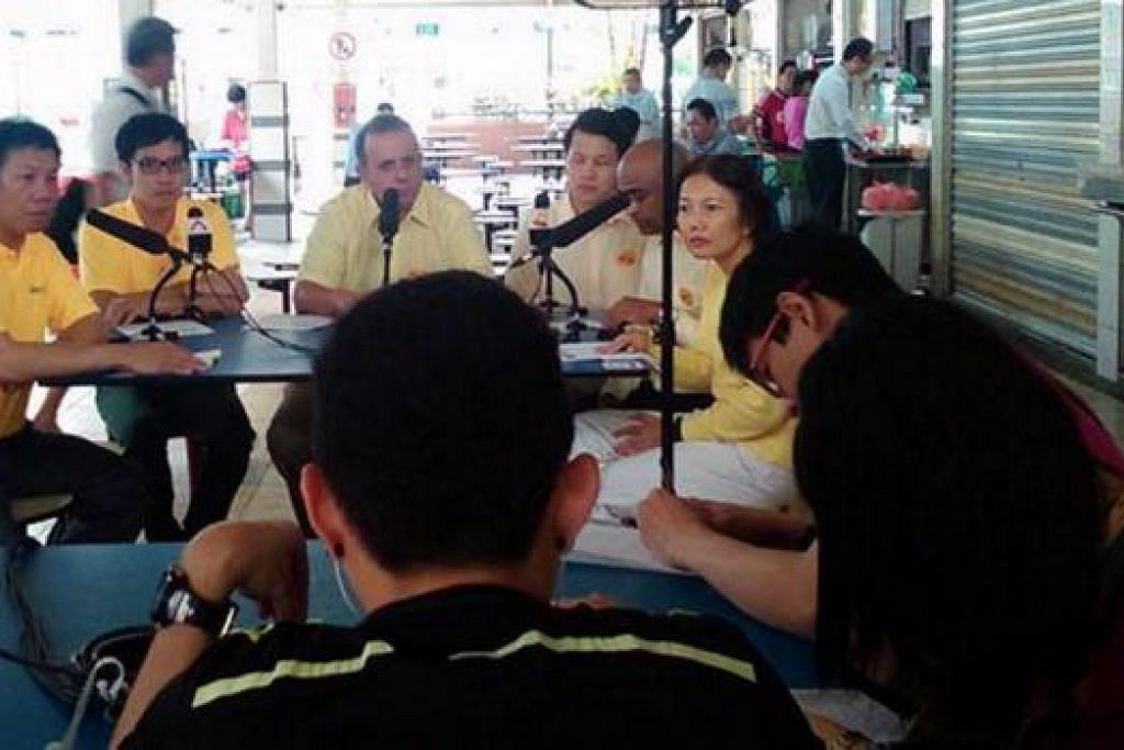 USUL BEBERAPA DASAR: Parti Pembaharuan (RP) membentangkan manifestonya dI in Boon Lay Place, semalam. - Foto REFORM PARTY FACEBOOK