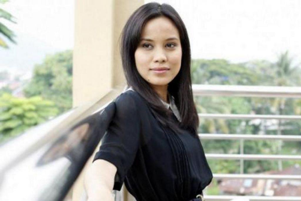 MASIH SEPERTI DULU: Walau antara pelakon terbaik Malaysia yang memenangi dua anugerah selang dua minggu, baru-baru ini, Nadiya Nisaa memberi jaminan dirinya tidak meletakkan harga terlalu tinggi bahkan menjayakan filem bajet Terbaik Dari Langit kerana perwatakannya yang berbeza. - Foto ROTIKAYA