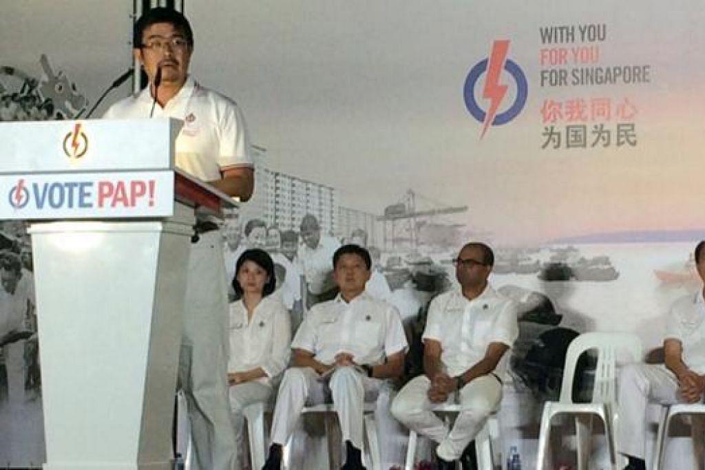 BERJUANG DEMI PEKERJA: Encik Zainal berkata usaha NTUC dan PAP memperjuang isu bagi pekerja bergaji rendah ialah sesuatu yang akan diteruskan dan tidak akan diabaikan. - Foto HAIRIANTO DIMAN