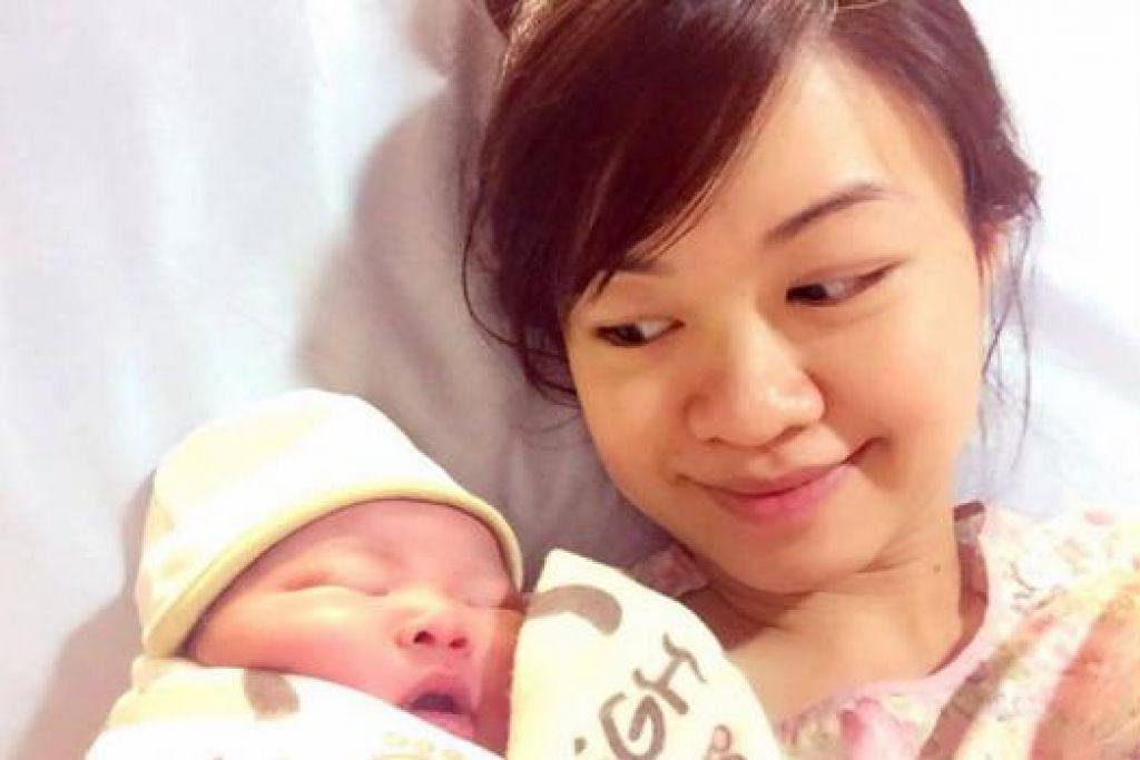 MESRA BERSAMA ANAK TERSAYANG: Cik Tin Pei Ling kini seorang ibu dan kelihatan mesra tersenyum gembira menyambut kelahiran anak lelaki sulungnya pada 5 Ogos lalu.  - Foto NG HOW YUE