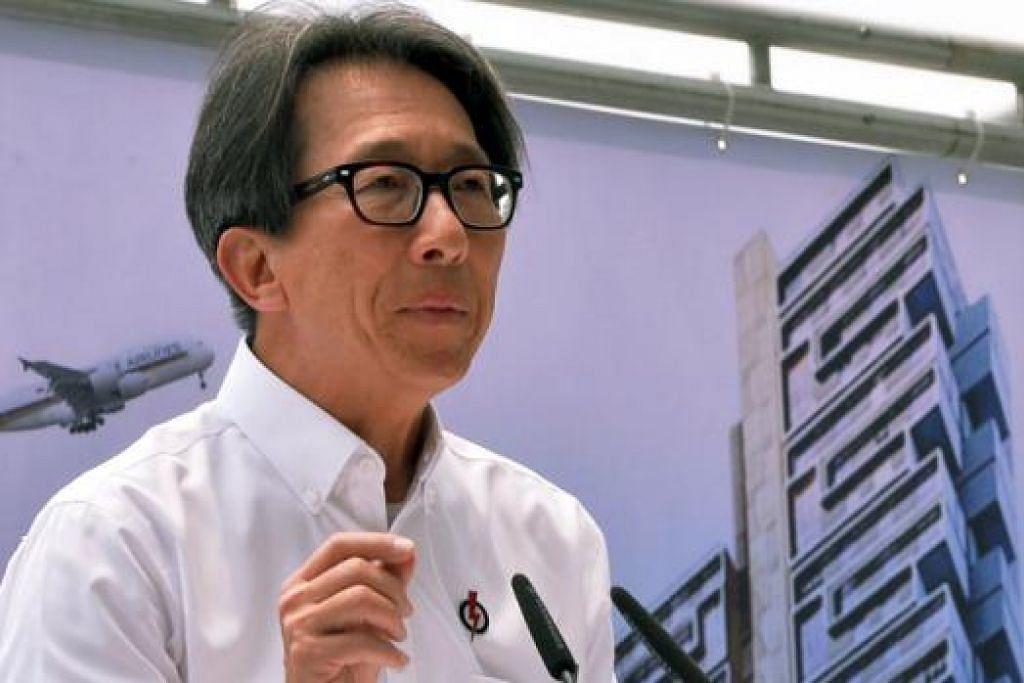 ENCIK LIM SWEE SAY: Beliau berkata pemerintah akan mendekati syarikat yang lemah dari segi teras pekerja setempat serta kurang memupuk bakat warga Singapura. - Foto KHALID BABA