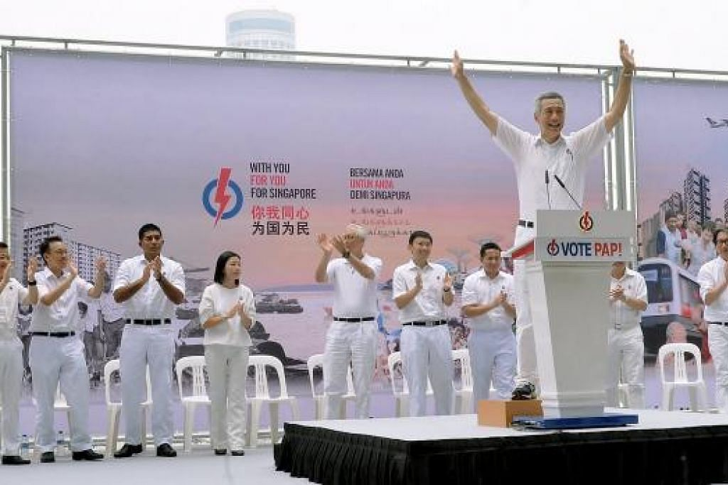 Perdana Menteri Lee Hsien Loong (di rostrum) berkata PAP meletak beberapa calon berpotensi menjadi pemimpin negara Singapura dalam pilihan raya umum kali ini. Gambar KHALID BABA