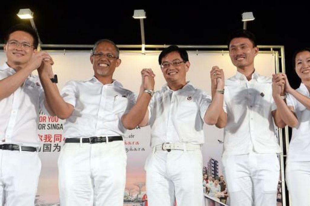 UNDI LEBIH TINGGI: Pasukan PAP bagi GRC Tampines - (dari kiri) Encik Desmond Choo, Encik Masagos Zulkifli, Encik Heng Swee Keat, Encik Baey Yam Keng dan Cik Cheng Li Hui - meraikan kemenangan mereka selepas menewaskan pasukan daripada Parti Perpaduan Nasional (NSP) dengan peratusan undi yang lebih tinggi berbanding Pilihan Raya 2011. - Foto TAUFIK A. KADER