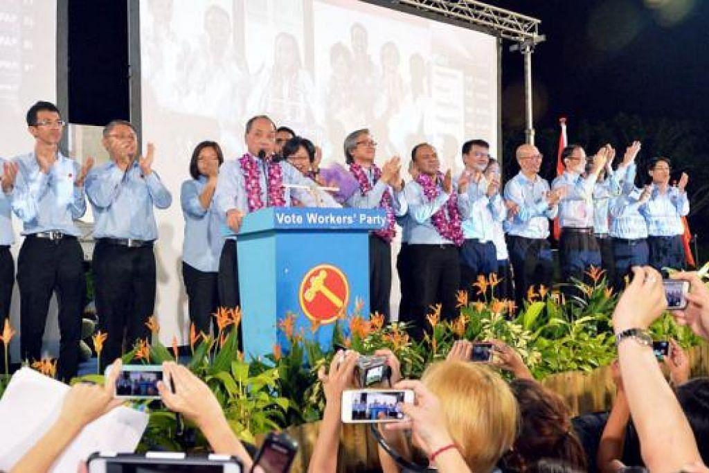 UCAP TERIMA KASIH: Encik Low (sedang berucap) melahirkan penghargaan kepada rakyat yang mengundi WP. - Foto KHALID BABA
