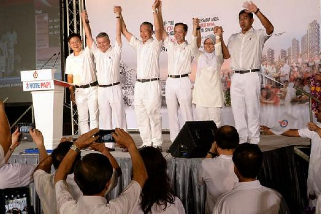 MENANG BESAR: Pasukan GRC Ang Mo Kio yang terdiri daripada (dari kiri) Encik Gan Thiam Poh, Encik Ang Hin Kee, Encik Lee Hsien Loong, Dr Koh Poh Koon, Dr Intan Azura Mokhtar dan Encik Darryl David, meraikan kemenangan mereka bersama para penyokong di Stadium Toa Payoh. – FOTO JOHARI RAHMAT