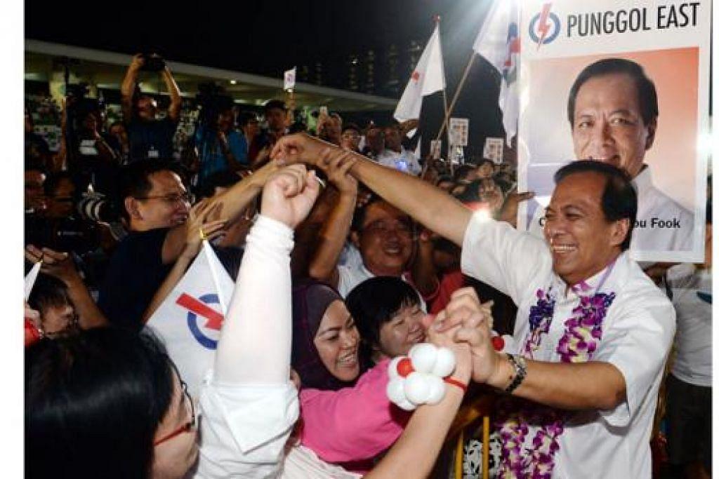 SOKONG KUAT: Encik Charles Chong mendapat ucapan tahniah daripada para penyokong di SMC Punggol East. – Foto TAUFIK A. KADER