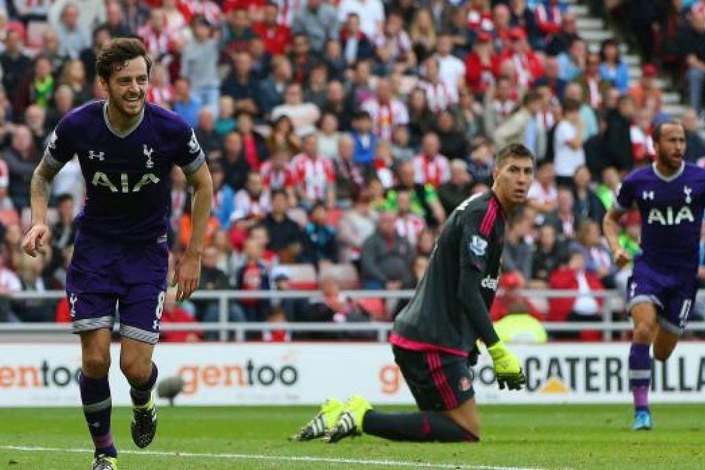 Ryan Mason (kiri) menyambut gol tunggal sumbangannya yang membantu Tottenham mengalahkan Sunderland dan mendapat kemenangan pertamanya dalam EPL musim ini. Gambar AFP