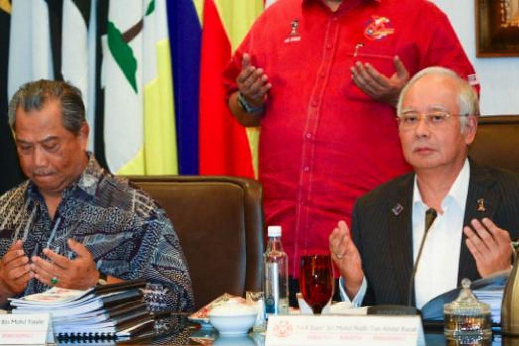 Datuk Seri Najib semasa mesyuarat majlis tertinggi Umno pada 9 September, bersama timbalan presiden parti, Tan Sri Muhyiddin Yassin, yang disingkir daripada kabinetnya Julai lalu. Gambar AFP