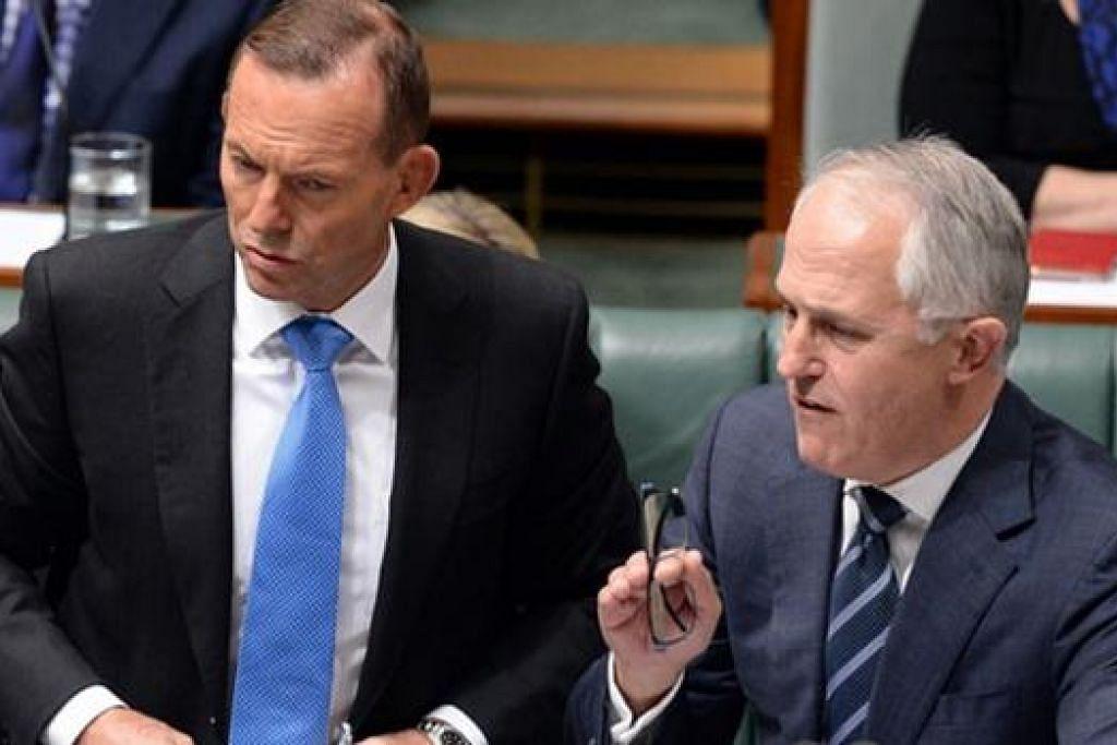 Encik Tony Abbott (kiri) terpaksa meletak jawatan Perdana Menteri Australia selepas Encik Malcolm Turnbull (kanan) merampas kepimpinan Parti Liberal daripada beliau. Gambar AAP