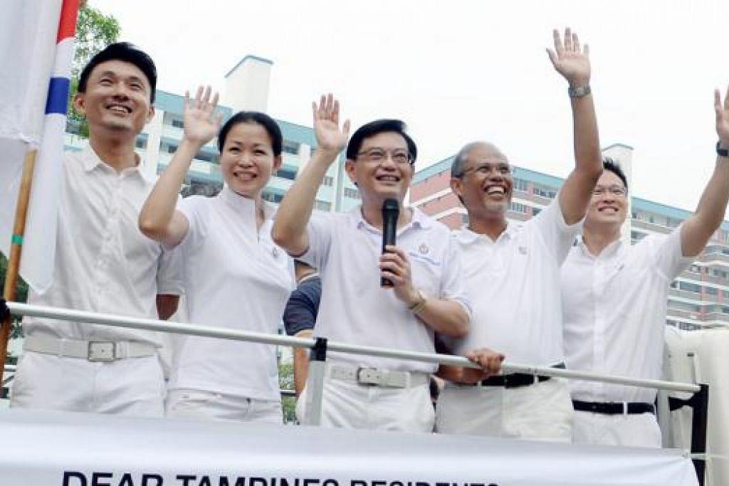 MENGHARGAI SOKONGAN: Bakal AP bagi GRC Tampines (dari kiri) Encik Baey Yam Keng, Cik Cheng Li Hui, Encik Heng Swee Keat, Encik Masagos Zulkifli, dan Encik Desmond Choo mengelilingi Tampines bagi mengucapkan terima kasih kepada penduduk yang telah menyokong mereka. - Foto TAUFIK A. KADER