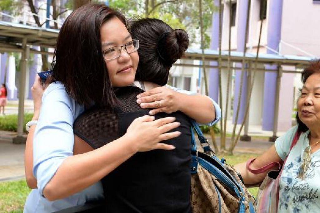 Cik Lee Li Lian (kiri), yang gagal mempertahan kerusi Punggol East, berkata beliau tidak akan menerima kerusi NCMP walaupun layak mengambilnya kerana meraih peratusan undi terbanyak dalam kalangan calon pembangkang yang kalah. Gambar fail THE NEW PAPER