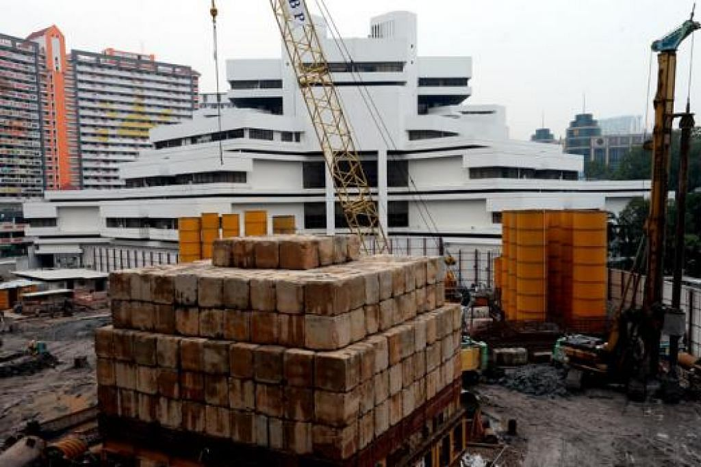 MAHKAMAH NEGARA: Tapak pembinaan bagi kompleks baru Mahkamah Negara berhadapan bangunan Mahkamah Negara yang telah mula beroperasi sejak 1975. - Foto THE STRAITS TIMES