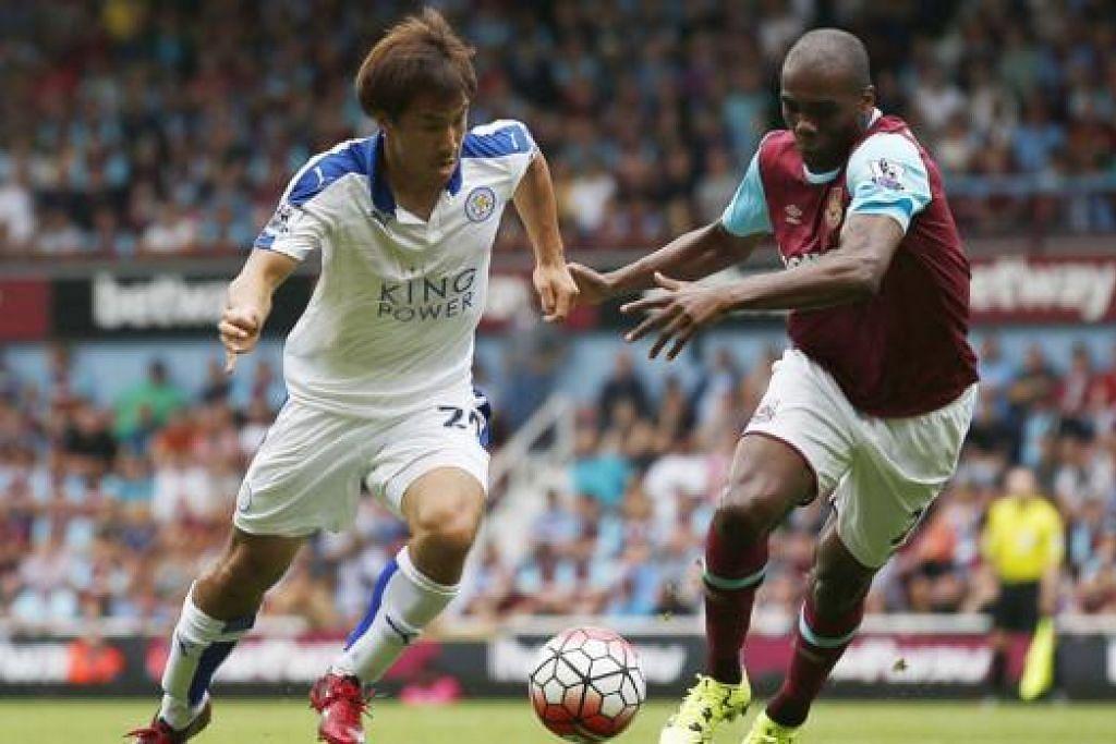LIGAT DAN TAJAM: Sentuhan hebat penyerang Jepun, Shinji Okazaki (jersi putih), antara sebab yang membantu Leicester mencatatkan permulaan baik musim ini. - Foto AFP