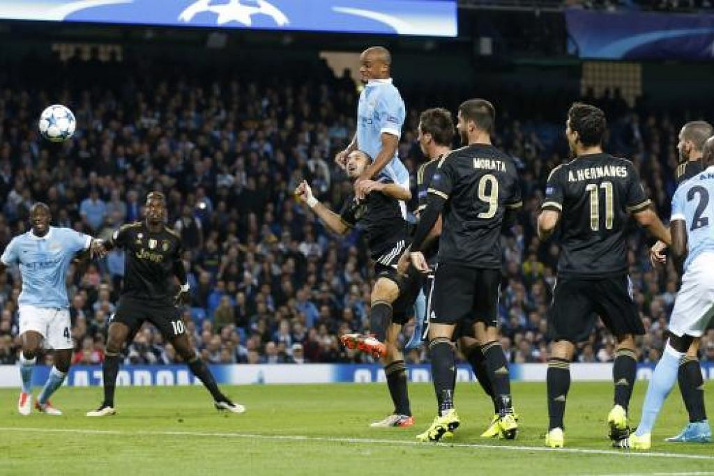 Manchester City mendahului apabila Vincent Kompany memanjat badan Giorgio Chiellini, membuat pemain pertahanan itu menanduk bola ke dalam gawang sendiri. Namun Juventus akhirnya mengalahkan City 2-1. Gambar REUTERS